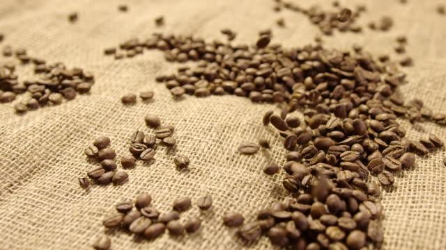 コーヒー豆 4 k スローモーション - 麻袋点の映像素材/bロール