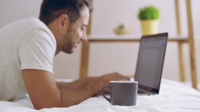 Kaffee und Konnektivität - die perfekte Kombination in den Tag starten