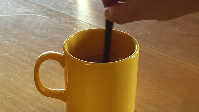 vídeos de stock, filmes e b-roll de chocolate em forma de café e colher - xícara de café