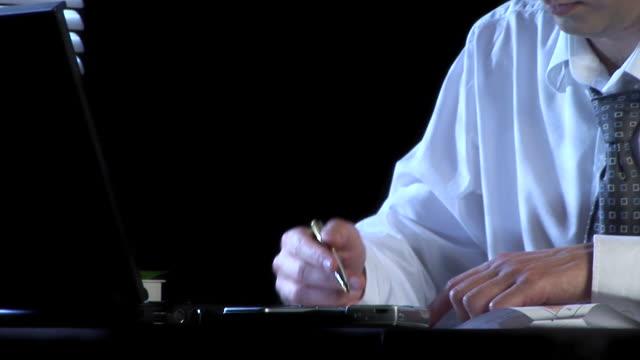 stockvideo's en b-roll-footage met hd: coffee at work - overhemd en stropdas