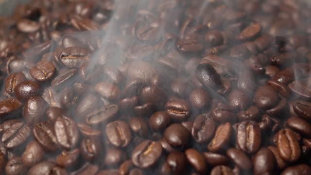 Feijão de café com fumaça