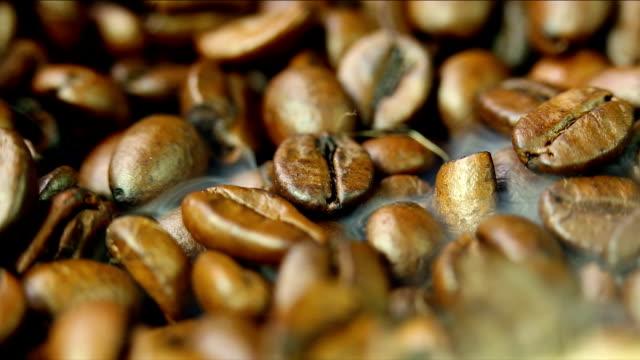 コーヒー豆とスチームルーム - コーヒー豆点の映像素材/bロール