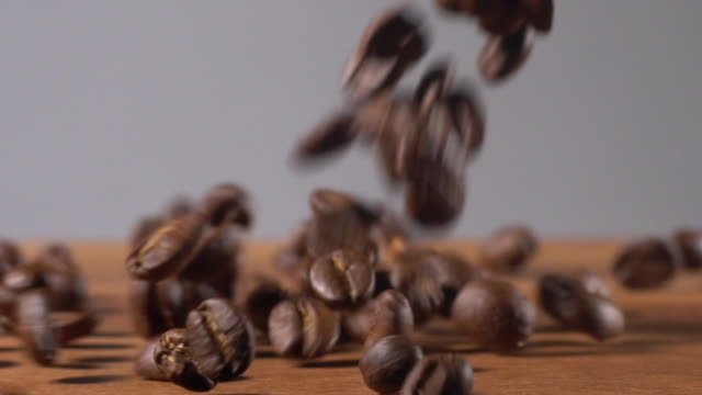 coffee beans drop on wooden and white background - locale di ristoro video stock e b–roll