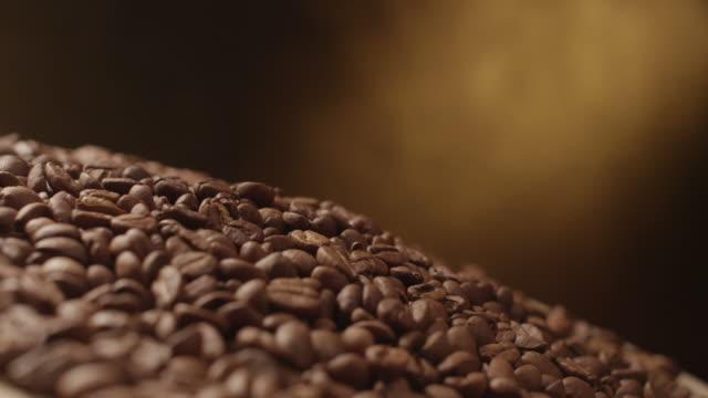 coffee beans falling in the air tabletop - 茶色背景点の映像素材/bロール