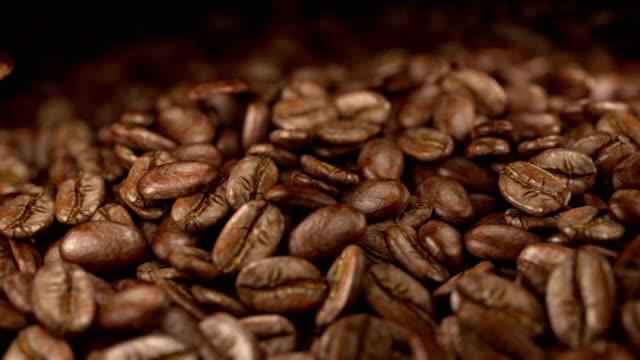 Caindo os grãos de café