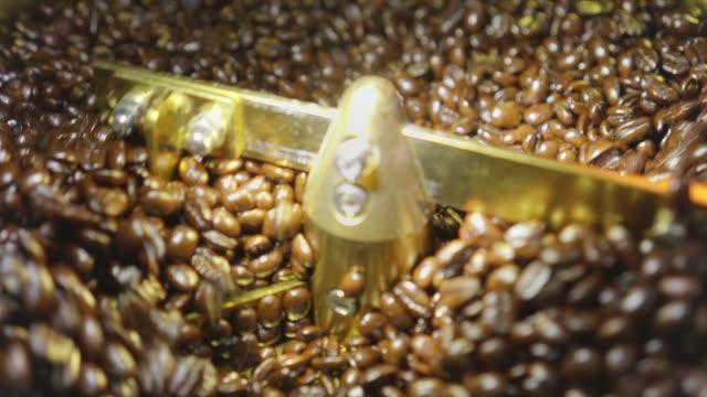 コーヒー焙煎豆 - エチオピア点の映像素材/bロール