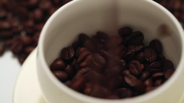 ecu coffee beans pouring into cup / seoul, south korea - cup点の映像素材/bロール
