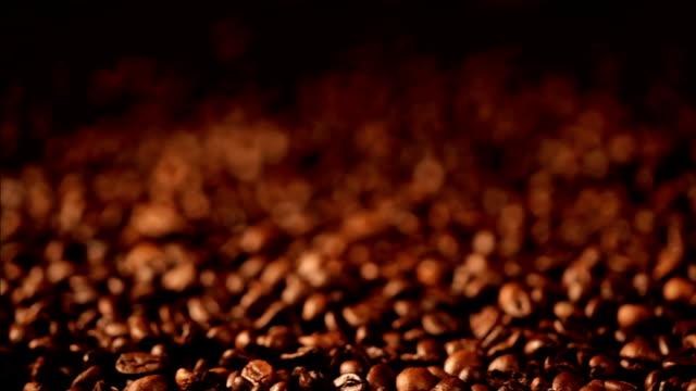 kaffee kaffeebohnen - einige gegenstände mittelgroße ansammlung stock-videos und b-roll-filmmaterial