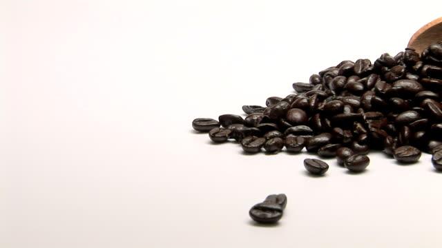 vídeos y material grabado en eventos de stock de coffee beans - cuchara de helado