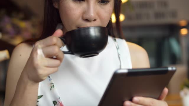 vídeos y material grabado en eventos de stock de coffee break en café - pausa del café