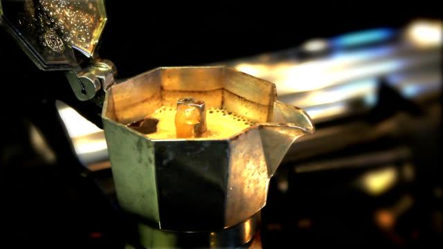 pausa caffè - bricco per il caffè video stock e b–roll