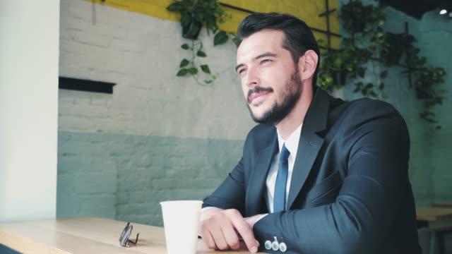 stockvideo's en b-roll-footage met koffiepauze... - cheerful