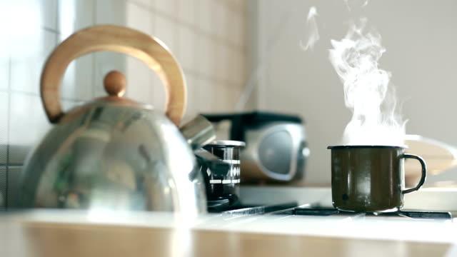 Brassée dans une tasse de café