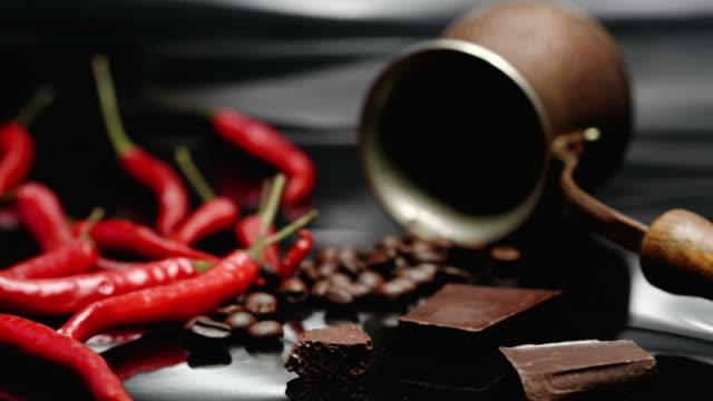kaffee, schoko und chili - chili schote stock-videos und b-roll-filmmaterial
