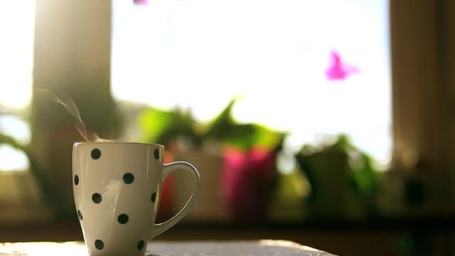 マグカップでコーヒー - coffee cup点の映像素材/bロール