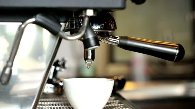 コーヒーマシン中でカフェ」 - エスプレッソ点の映像素材/bロール