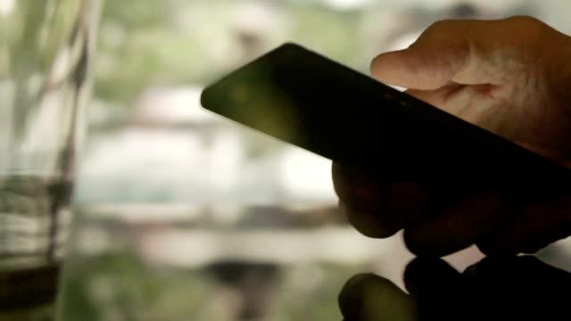 vidéos et rushes de café de téléphone - répondre
