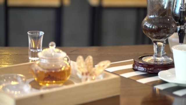 coffee kaffeekanne - ausgusstülle stock-videos und b-roll-filmmaterial