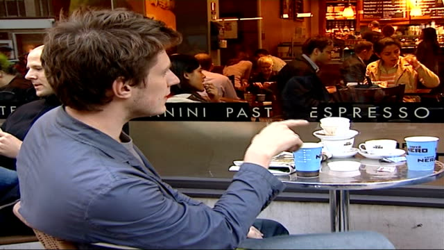 vídeos de stock, filmes e b-roll de coffee shops in central london central london ext various of people drinking coffee at outside tables of caffe nero coffee shop paper caffe nero cup... - starbucks