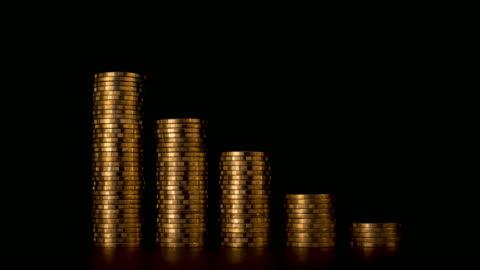 vídeos y material grabado en eventos de stock de gráfico de monedas disminuyó concepto. - rebajas