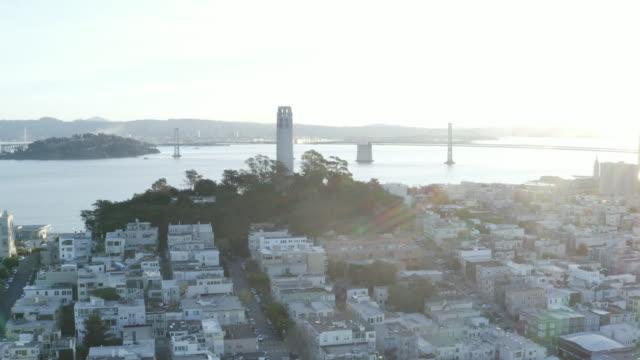 coit tower and bay bridge with lens flare - コイトタワー点の映像素材/bロール
