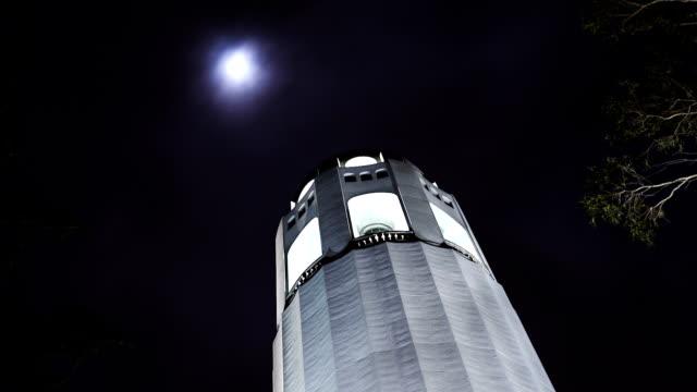 vídeos y material grabado en eventos de stock de hd coit tower con luna llena (si s'amplía - torre coit