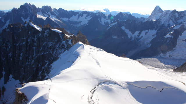 col superieur du plan, and vallée blanche (mont blanc massif) 4k - col blanc stock videos & royalty-free footage