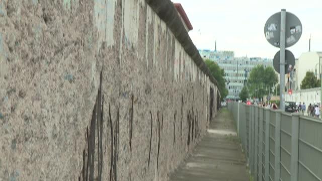cold war wall, berlin - 記念碑点の映像素材/bロール