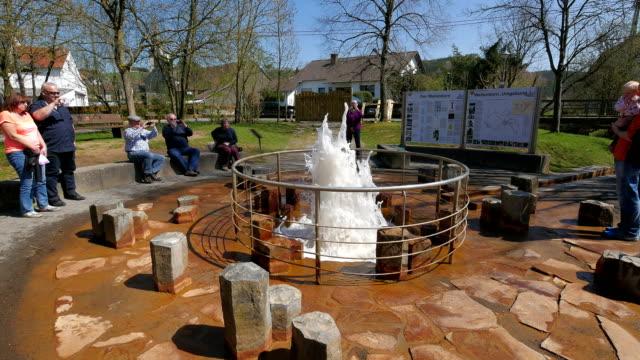 vídeos y material grabado en eventos de stock de cold water geyser called wallender born, wallenborn, eifel, rhineland-palatinate, germany - fuente estructura creada por el hombre