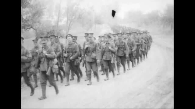cold-stream and welsh guards take up positions, marching to the battle of arras. - brittisk kultur bildbanksvideor och videomaterial från bakom kulisserna