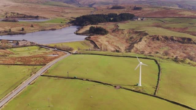 vidéos et rushes de réservoirs de coldwell, lancashire - tir de drone - lancashire