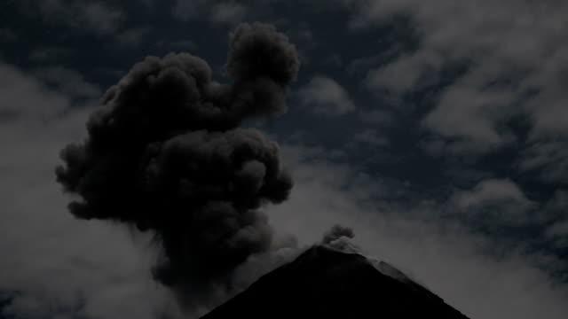 colima volcanic lightning - 火山点の映像素材/bロール