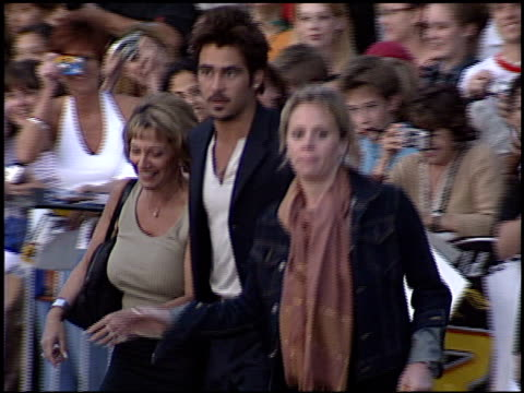 colin farrell at the 'swat' premiere on july 30, 2003. - s.w.a.t. film title stock videos & royalty-free footage