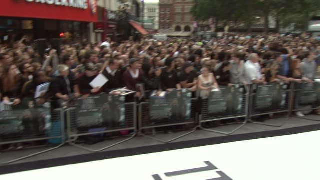 colin farrell at total recall: uk premiere at vue leicester square on august 16, 2012 in london, england - colin farrell stock videos & royalty-free footage
