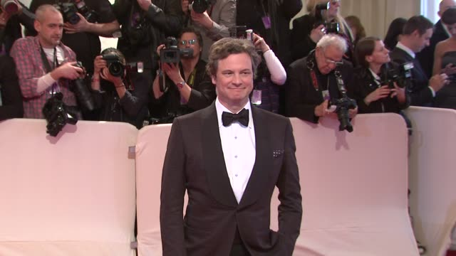 vídeos de stock, filmes e b-roll de colin firth at the 'alexander mcqueen savage beauty' costume institute gala at the metropolitan museum of art at new york ny - colin firth