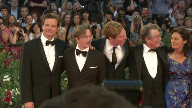 vídeos de stock, filmes e b-roll de colin firth gary oldman benedict cumberbatch john hurt robyn slovo mark strong at the tinker tailor soldier spy premiere venice film festival 2011 at... - colin firth