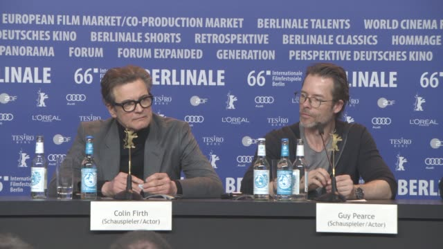 stockvideo's en b-roll-footage met colin firth guy pearce on 'genius' press conference 66th berlin international film festival on february 16 2016 in berlin germany - internationaal filmfestival van berlijn 2016