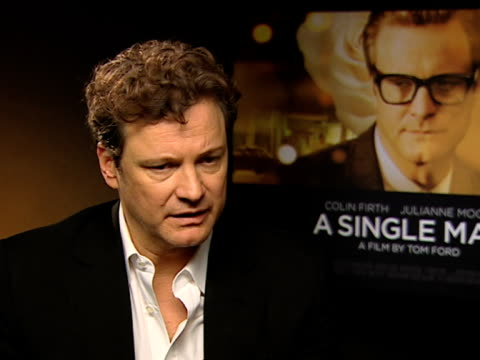 vídeos de stock, filmes e b-roll de colin firth on how he appreciates the recognition the film's getting on how nobody earned any money and how tom ford lost a lot of money making it on... - tom ford