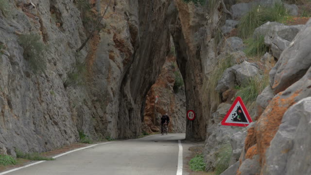 coll del reis, sa calobra, tramuntana mountains, majorca - majorca stock videos & royalty-free footage