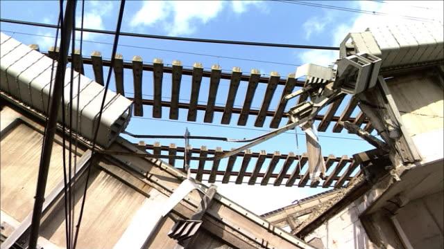 collapsed bridge girder of the viaduct of sanyo shinkansen tilt up railway line hanging in mid air tilt down collapsed bridge girders of sanyo... - veicolo terrestre commerciale video stock e b–roll