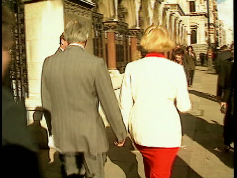 collaspe of cashforquestions case england london ms neil hamilton mp his wife towards out of court lms hamilton wife towards past pan lr to bv away... - itv news at ten stock-videos und b-roll-filmmaterial