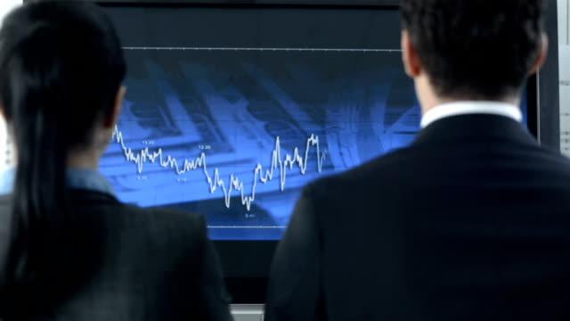 hd: und kollegen, die mich für die finanziellen erfolg - handzeichen stock-videos und b-roll-filmmaterial