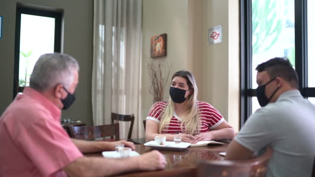 colleagues wearing face mask having a conversation in a coffee shop - casual clothing stock videos & royalty-free footage