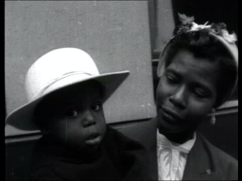 vidéos et rushes de collection 1955 collection t15105501 tx 151055 fx/mute black immigrants from the west indies interviewed black immigrants from barbados standing in... - antilles occidentales