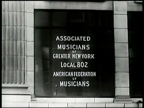 stockvideo's en b-roll-footage met collection of record albums. ext building of associated musicians of greater new york local 802 afm. men gathered in hiring hall. male speaking at... - 40 seconds or greater