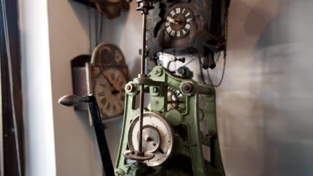ヴィンテージ時計のコレクション - 骨董品点の映像素材/bロール