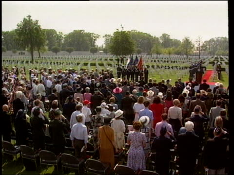 vídeos de stock, filmes e b-roll de collection t06059505 651995 us vice president al gore joins in a ceremony to remember those who died in world war ii for 50th anniversary of ve day... - tipper gore
