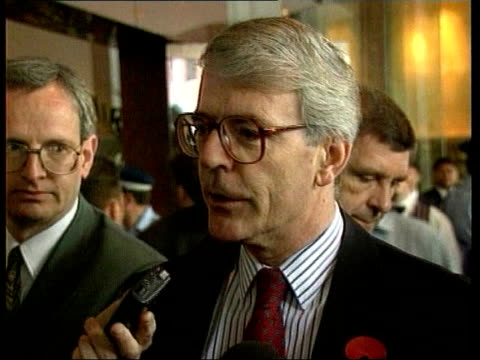 collection t10119511 101195 major condemns sarawiwa execution auckland john major mp along to speak to press wearing red poppy says he does not agree... - ジョン メイジャー点の映像素材/bロール