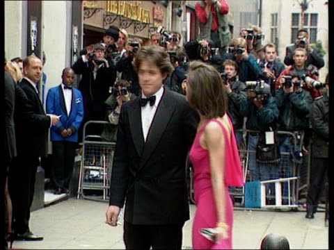 vídeos de stock, filmes e b-roll de collection t27069508 27695 actor hugh grant arrested by la police for picking up a prostitute london palladium lib footage of hugh grant wearing... - model t