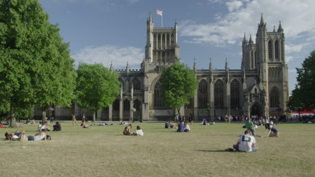 stockvideo's en b-roll-footage met college green in front of bristol cathedral. - bristol engeland